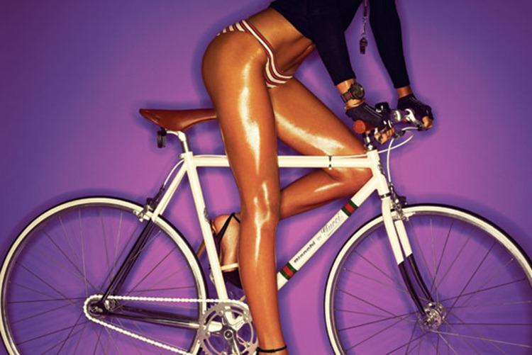 Минчанки променяли порше на велосипед ради денег, мозгов и секса