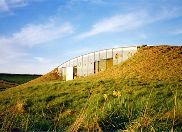 Exquisite-Underground-Malator-House-in-Wales-1