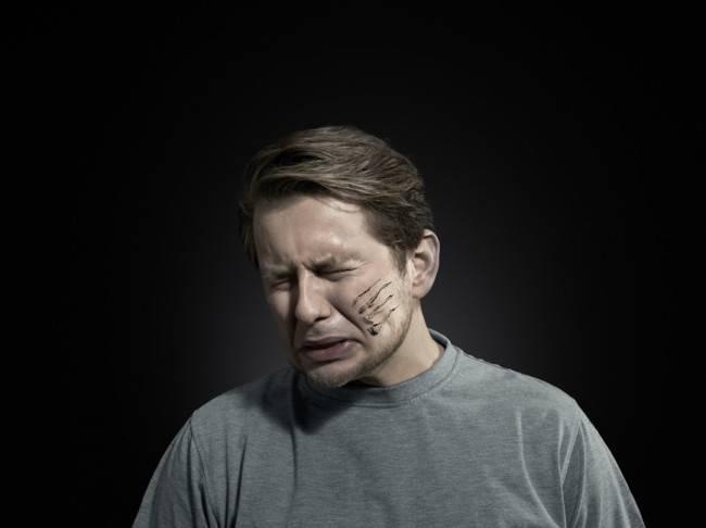 В отношении мужчин - бытовое насилие
