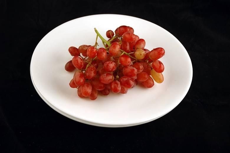 Виноград 290 г = 200 ккал