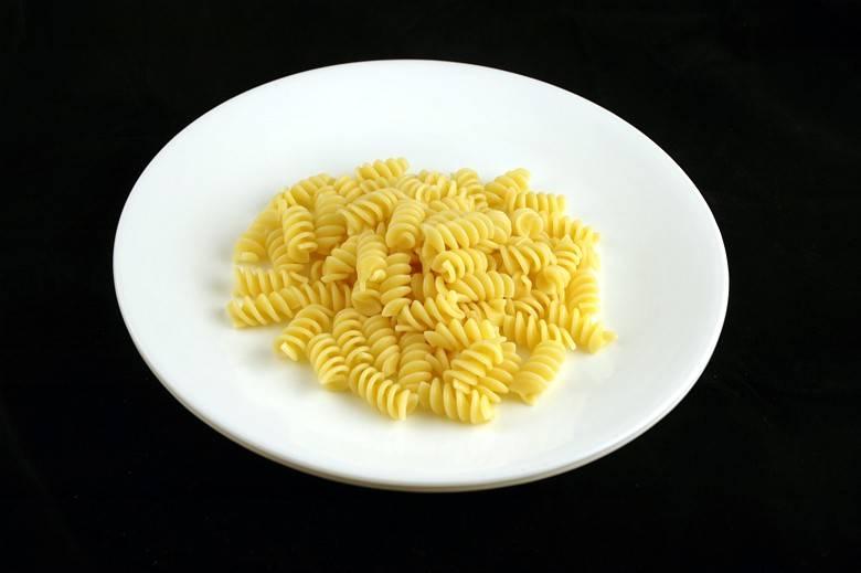 Приготовленные макароны 145 г = 200 ккал