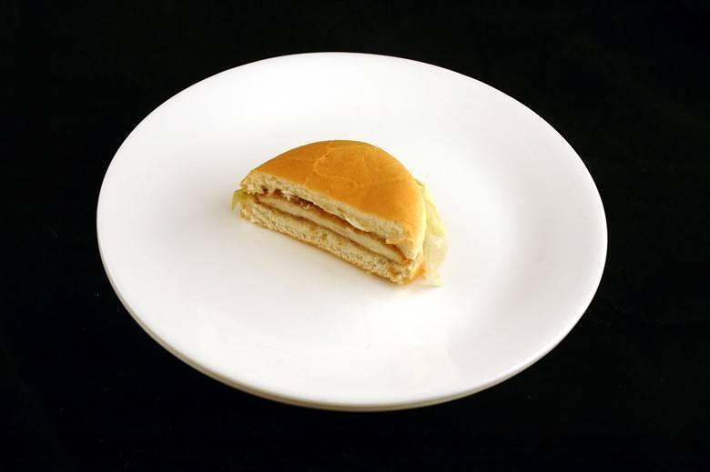 Бутерброд с курицей 72 г = 200 ккал