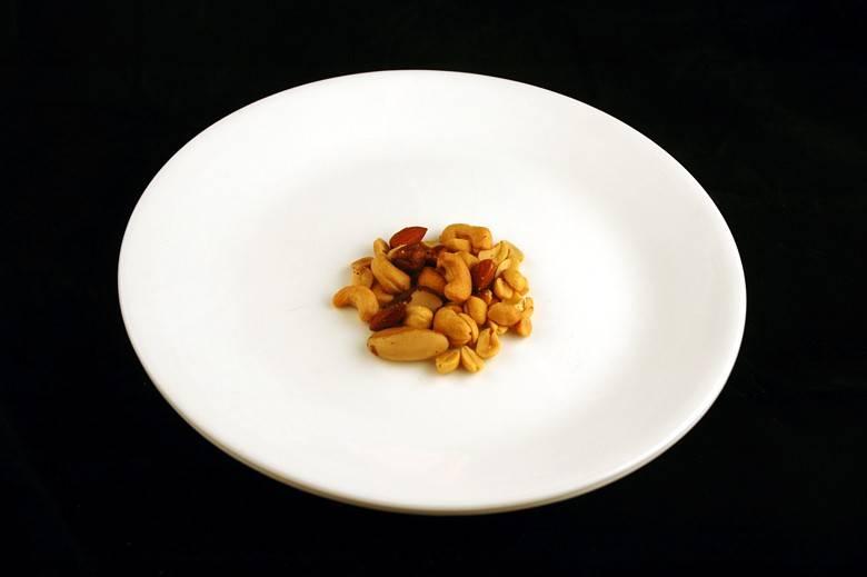 Соленые орешки 33 г = 200 ккал