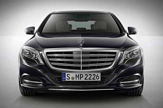 2015 Mercedes-Benz S600 оснащен светодиодной функцией Intelligent Light System