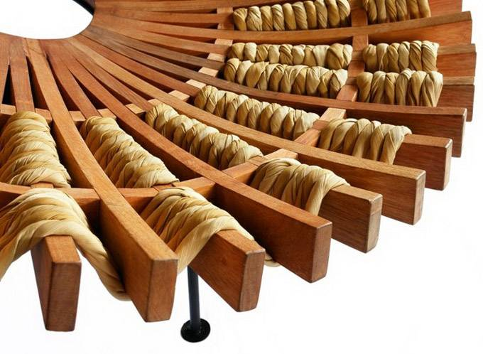 \деревяное кресло Maria от Raul Herrera Téllez