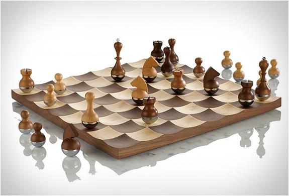 wobble-chess-set-2