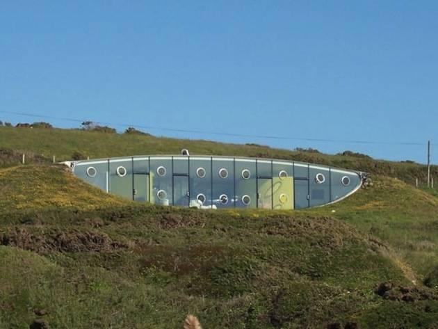 Exquisite-Underground-Malator-House-in-Wales-5