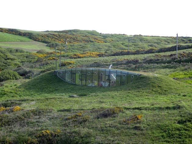 Exquisite-Underground-Malator-House-in-Wales-6