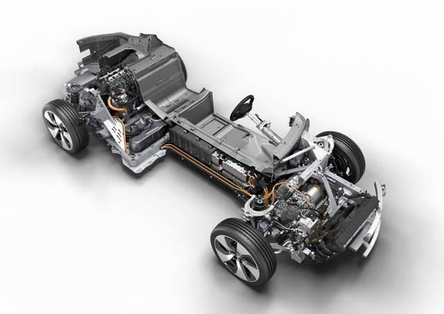 В основе BMW i8 лежит тандем из трехцилиндрового 1,5-литрового двигателя с поддержкой технологии TwinPower Turbо