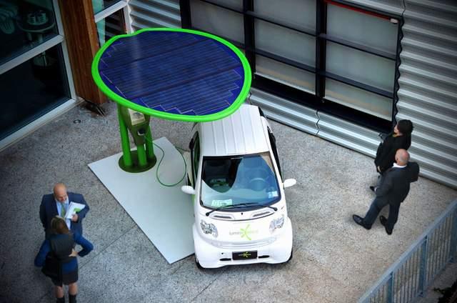 Lotus — станция зарядки электромобилей