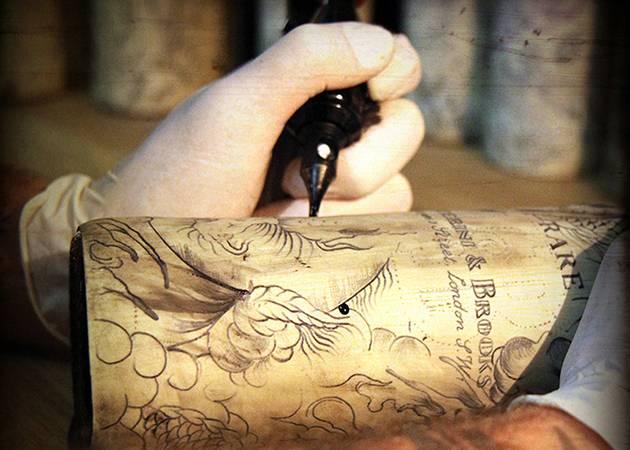 JB Tattoo виски ручная татушка